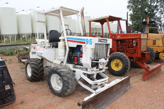Parson 75 Trencher, 1053 Hrs., 7' blade, 7' trencher mech. driven, JD diesel eng.