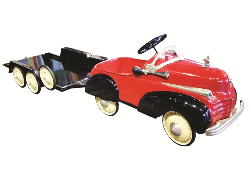 1941 CHRYSLER AIRFLOW STEELCRAFT PEDAL CAR WITH TRAILER