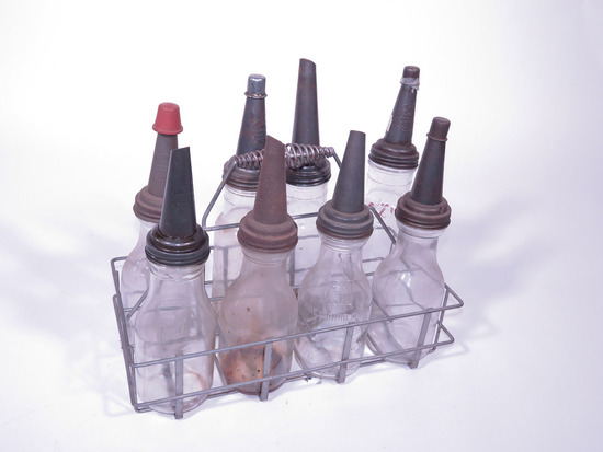 1930S SERVICE STATION PORTABLE BOTTLE RACK WITH OIL BOTTLES