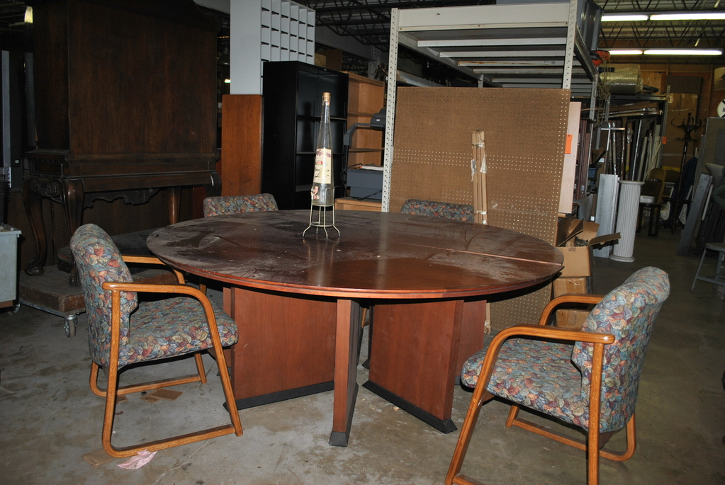 LARGE ROUND CONFERENCE TABLE Auctions Online Proxibid - Round conference table for 4