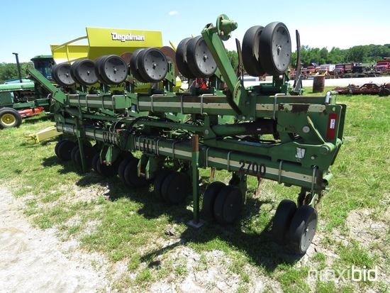 Wetherell 2700 Hydraulic folding applicator