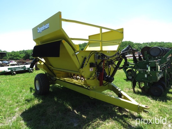 Degeleman 3110TR bale processor with grain tank