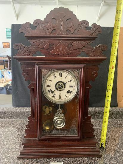 Mantle clock with key, did not test it.