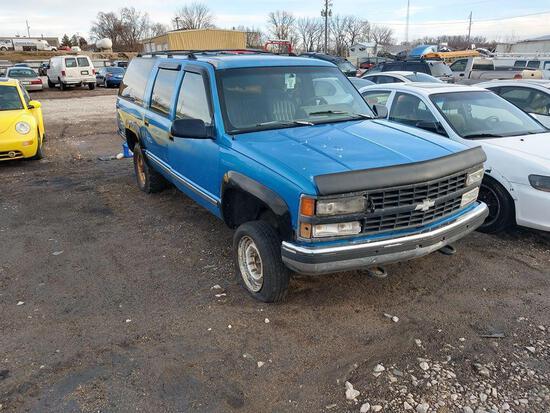 D10 1992 Chevrolet K2500 SUBURBAN 1GNGK26K3NJ335047 Blue Abandoned