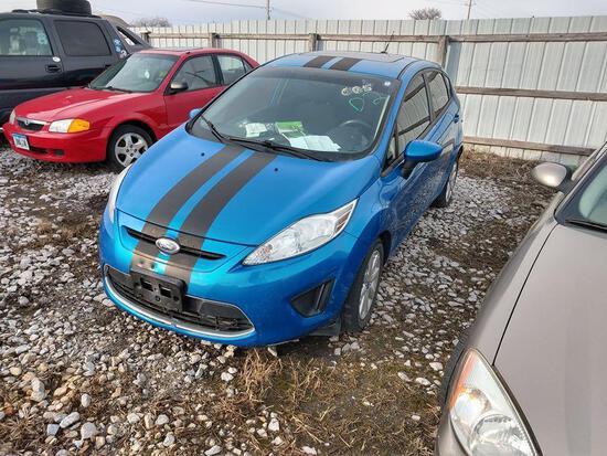 D2 2012 Ford Fiesta 3FADP4EJ4CM102625 Blue Illegal Park