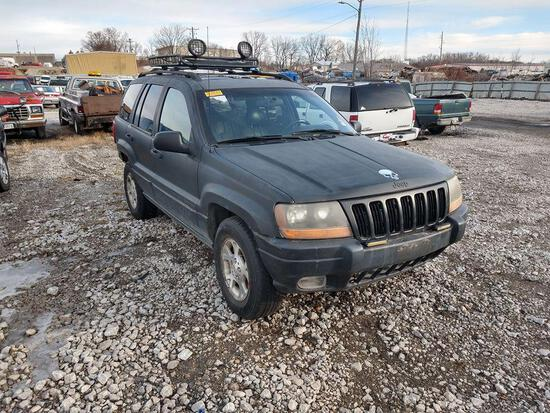 D35 1999 JEEP GRAND CHEROKEE 1J4GW58S8XC567608 SILVER Abandoned