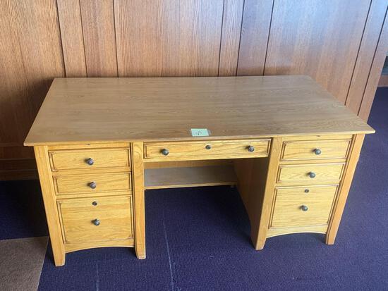 Stanley Furniture wood desk 32x64 excellent condition