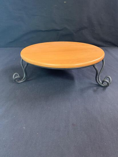 Wrought iron stand with 11 inch rouNd shelf
