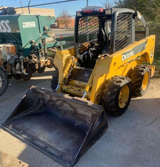 2006 John Deere 317 skid loader 4625 hours quick tach bucket and Hydraulic hook ups T00317A129894