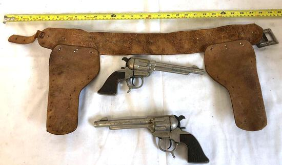 Dual western toy guns with belt