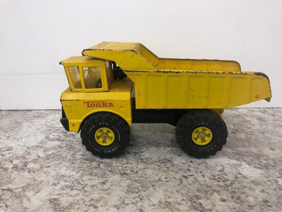 TONKA XMB-975 dump truck