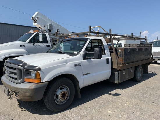 1999 Ford F350 XL SD Flatbed Truck