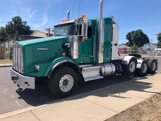 2017 Kenworth T800 Tri-Axle Lowboy Truck