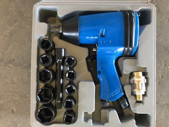 """2020 1/2"""" Drive Air Impact Wrench Kit"""