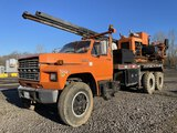 1983 Ford F8000 T/A Boring Truck