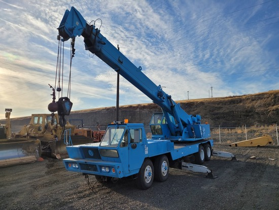 P&H MT250 Truck Crane