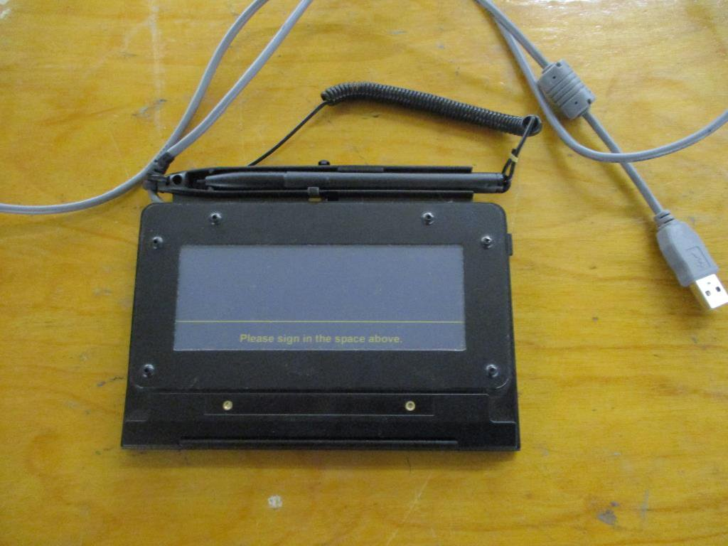 Lot: Topaz Signature Pad SigLite 1x5 T-S461-HSB-R  | Proxibid Auctions