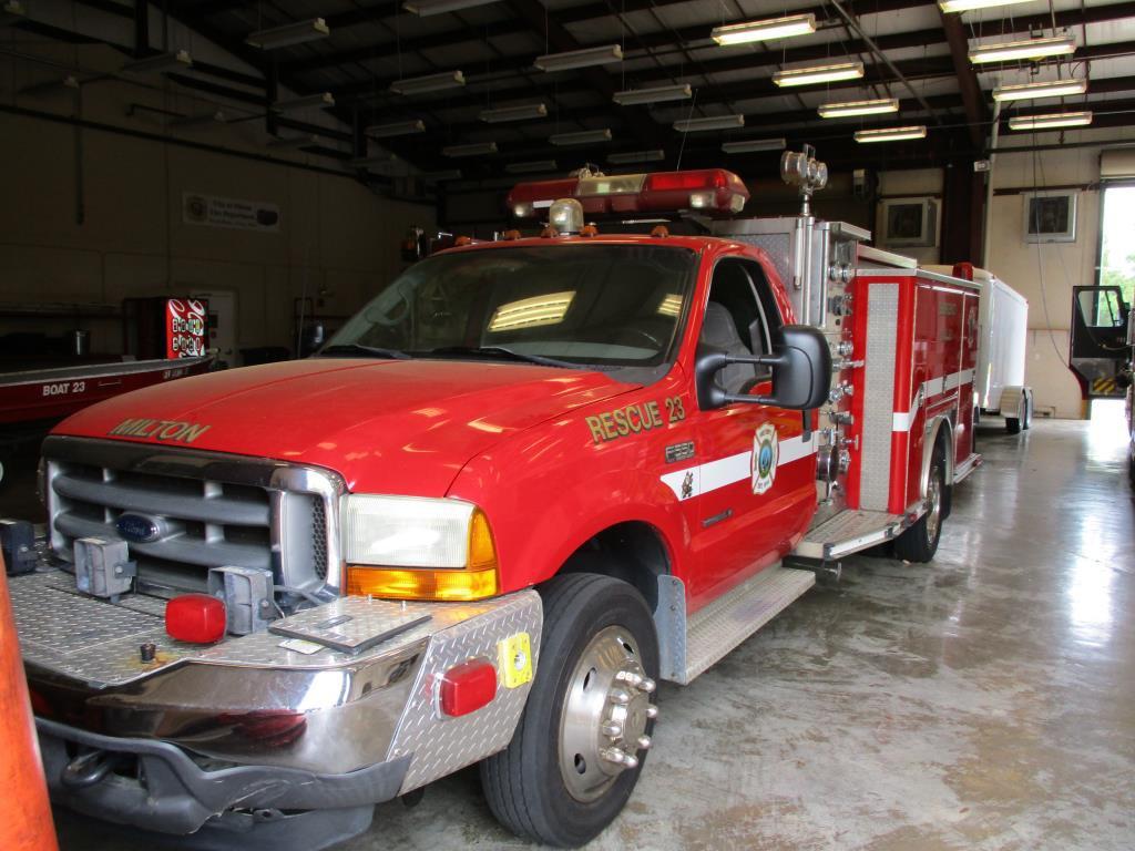 2001 Ford F550XLT E-One Midi-Pumper Rescue.