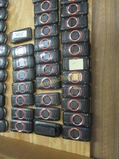 (47) Verizon Giz One Flip Phones