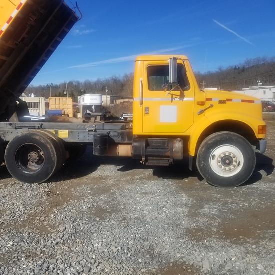 1997 International dump truck 4900 DT 466E