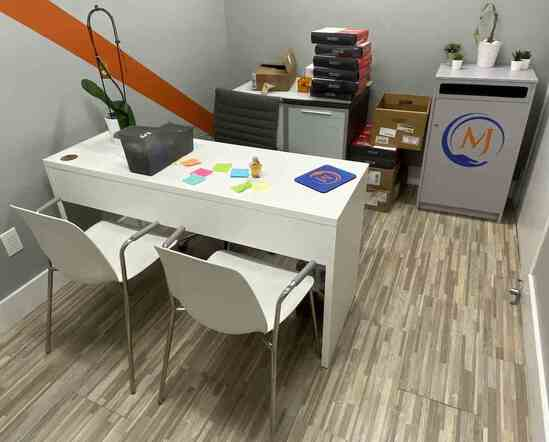Lot: Contents of Office                                              R1