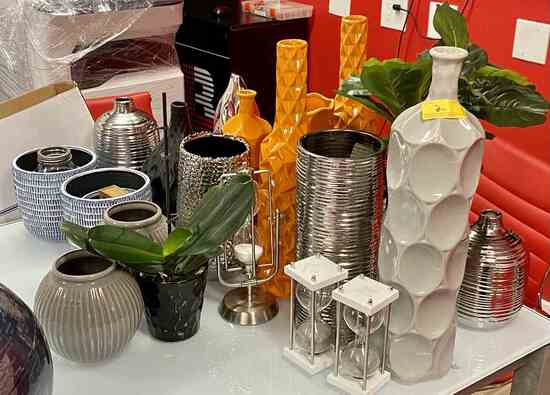 Assorted Vases & Decorations                                R1