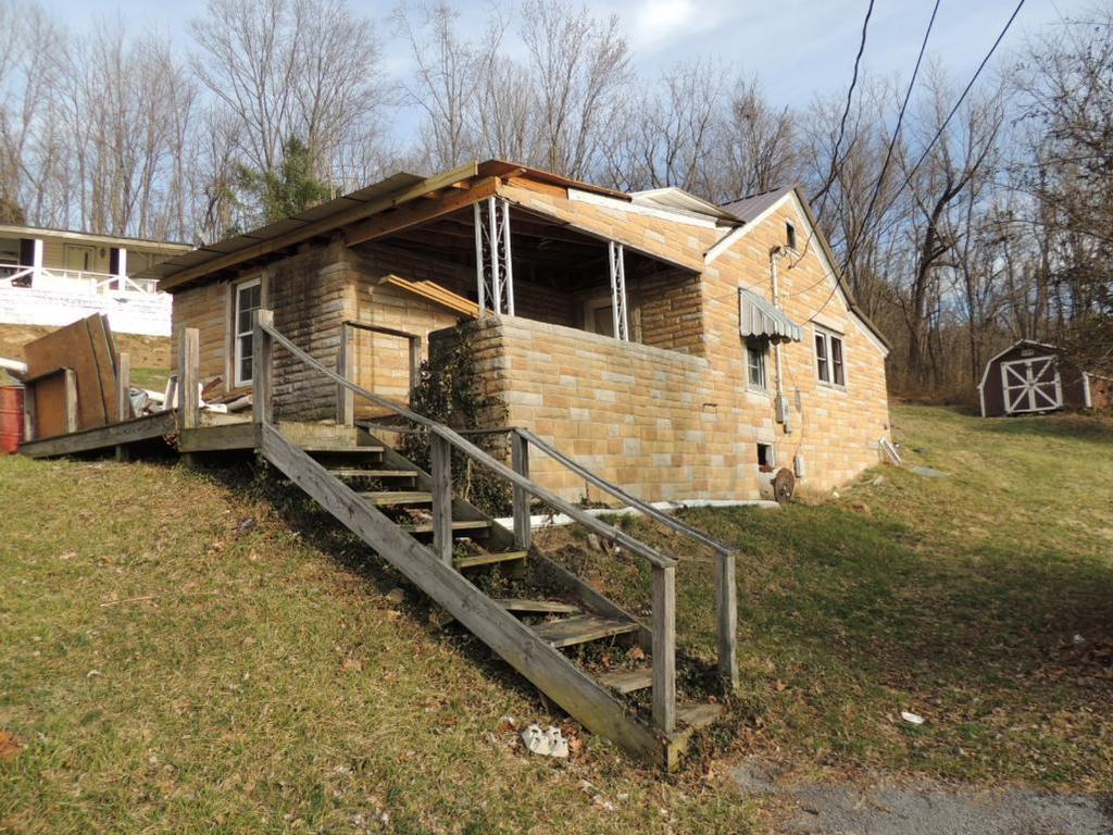 Fixer-Upper Two Bedroom Home in Rich Creek, VA