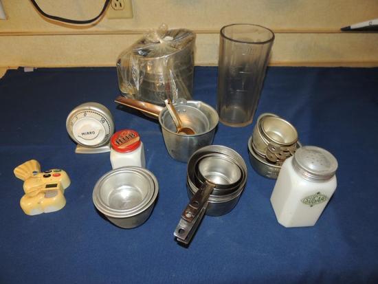 Large Lot of Vintage Measuring Cups