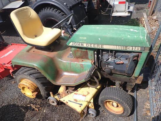 John Deere 318 Lawn Tractor