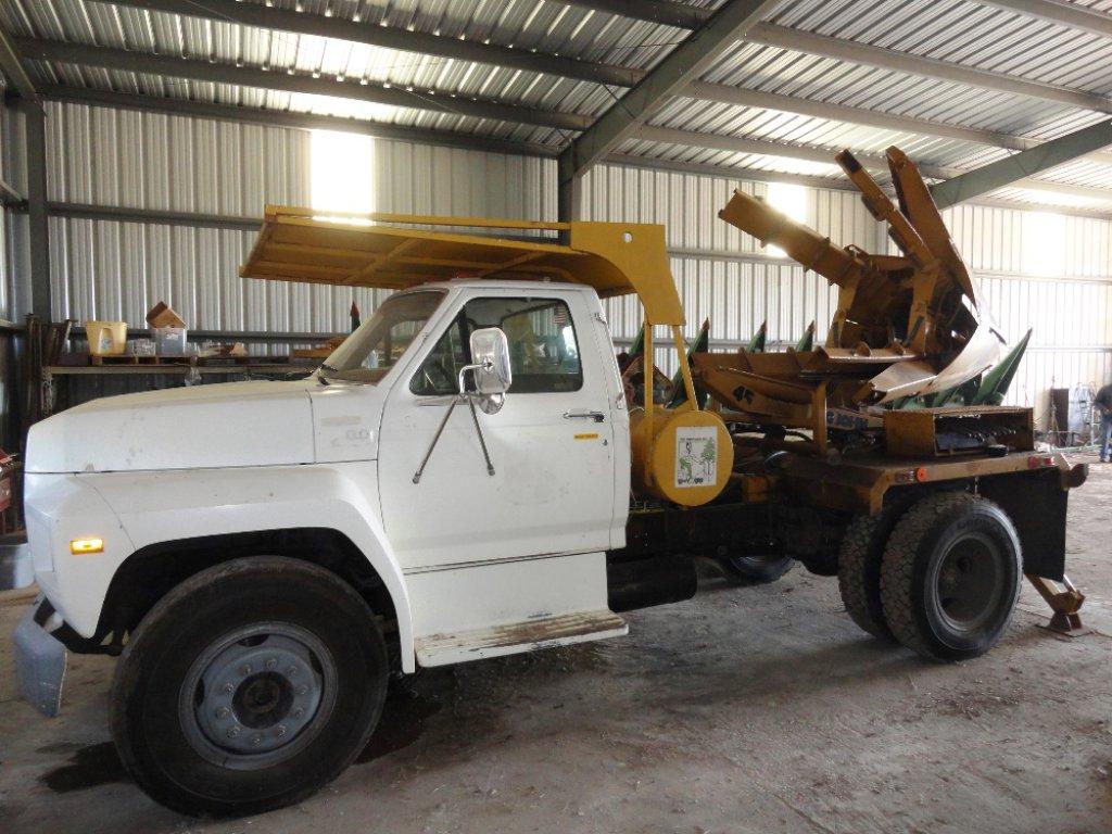 1990 Ford F700 Diesel Truck w/Big John 45 Tree Spade
