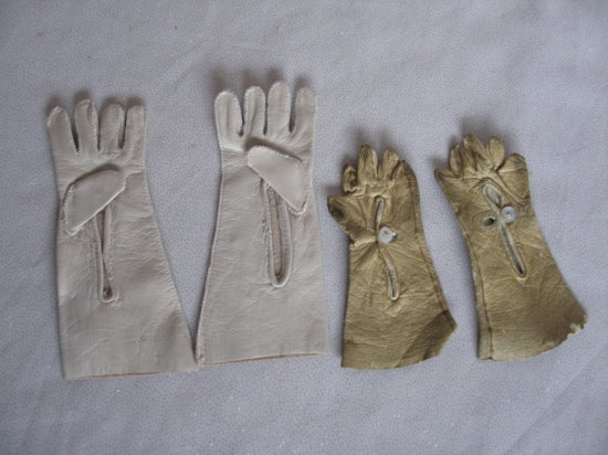 Lot 19. Two pair of doll gloves: German c1890s 8cm long with original butto
