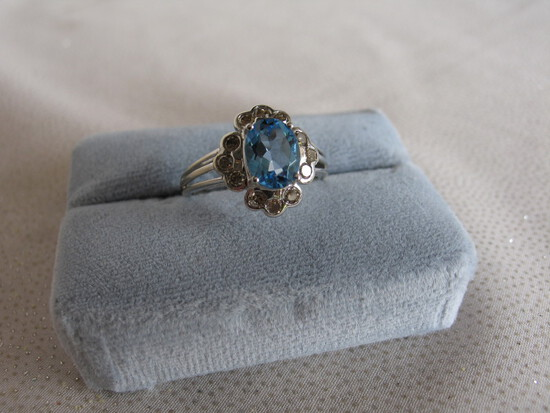 Ladies dress ring 10K white Gold, stamped 10K. Swiss Blue Topaz 1.74ct oval