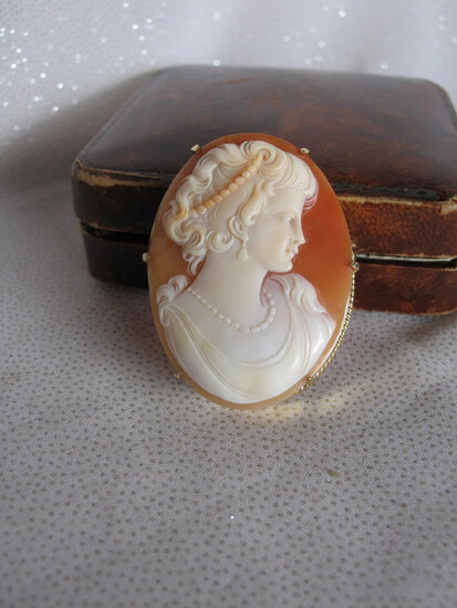 Ladies Cameo Brooch 22K Gold. Oval c1930s cameo 4.5cm, expert handcrafted l