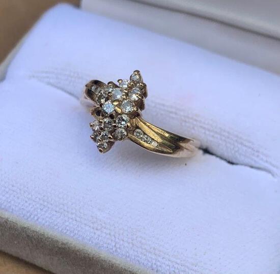 14K DIAMOND WOMENS RING- MISSING ONE STONE