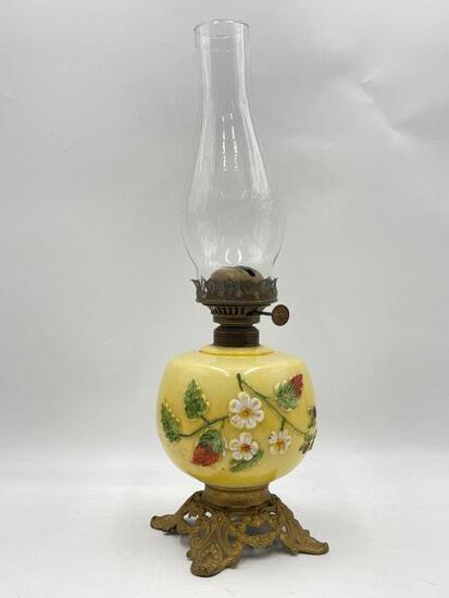 DECORATIVE DAISY ANTIQUE OIL LAMP