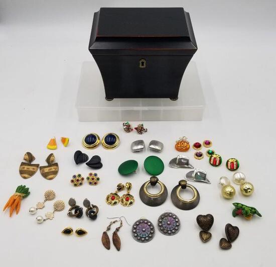 JEWELRY- MODERN JEWELRY BOX AND MIXED VINTAGE COSTUME JEWELRY