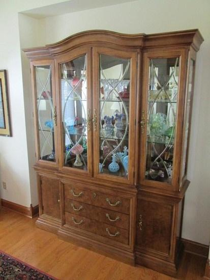 Thomasville Dining Room Hutch Pecan Wood Lighted 3 Beveled Leaded Pane Door Upper Cabinet W 6