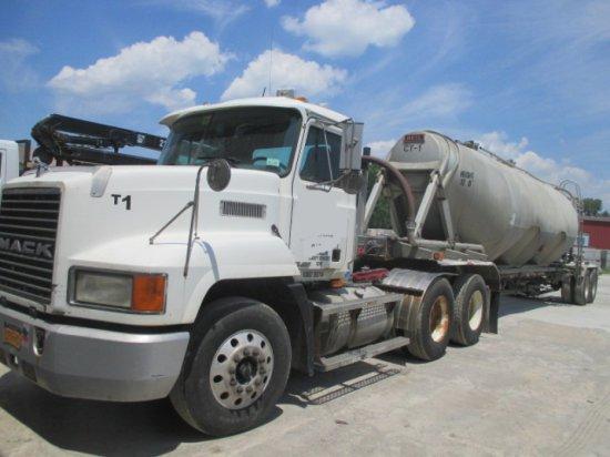 2013 Mack CHN613, Heavy Truck with Tanker
