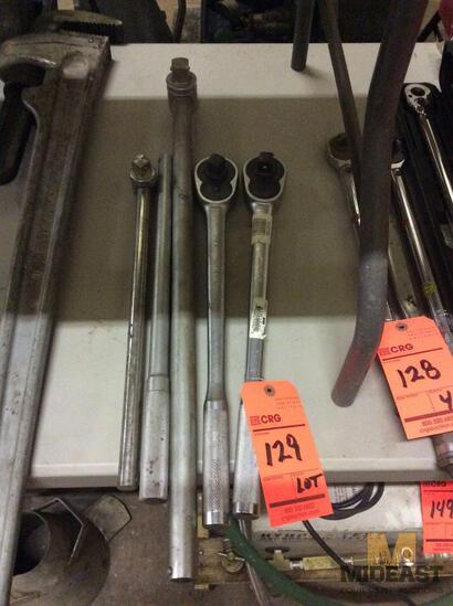 Lot of (2) 3/4 inch drive ratchets and (2) breaker bars