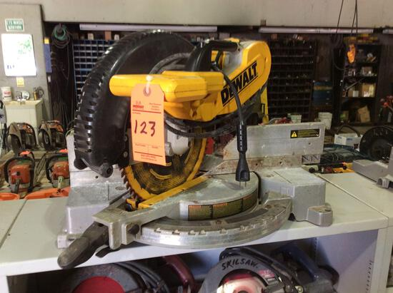 DeWalt DW716 portable compound mitre saw