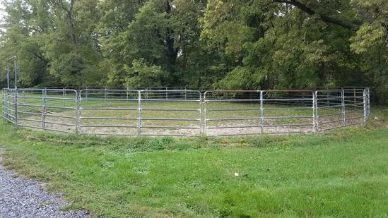 Round pen includes: 10 12ft. Galvanized panels, 4 12 ft. Painted panels, 1 10 ft. Painted panel, 1 1