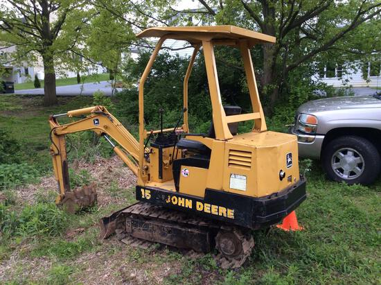 John Deere 15 mini excavator with steel tracks and 15 in bucket