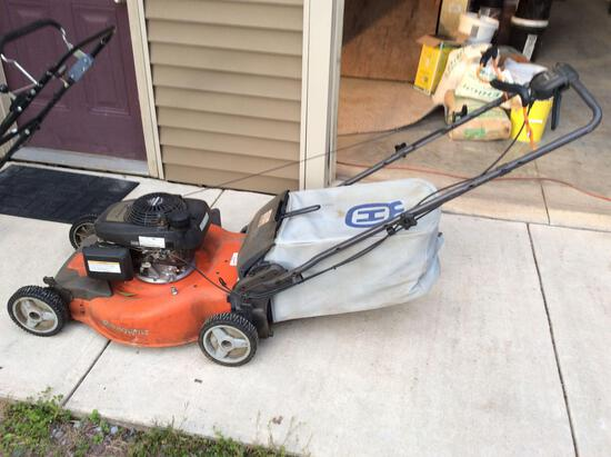 Husqvarna HU 700 L self-propelled lawn mower with bagger