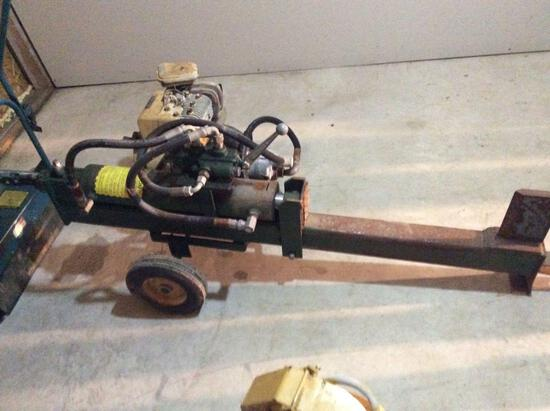 Wood splitter with Briggs & Stratton 5 HP engine