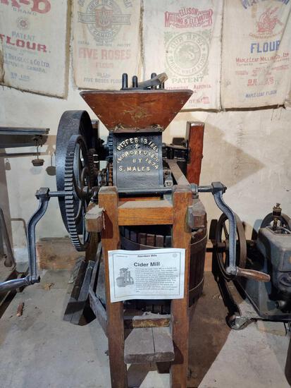 Hand Crank Cider Mill