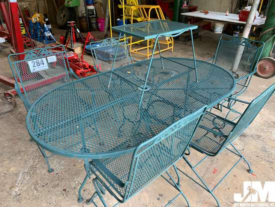 QTY OF (1) METAL ROUND PATIO TABLE W/ (5) CHAIRS