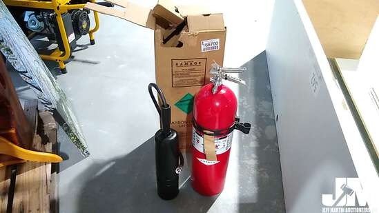 15 LB CARBON DIOXIDE FIRE EXTINGUISHER W/WALL BRACKET