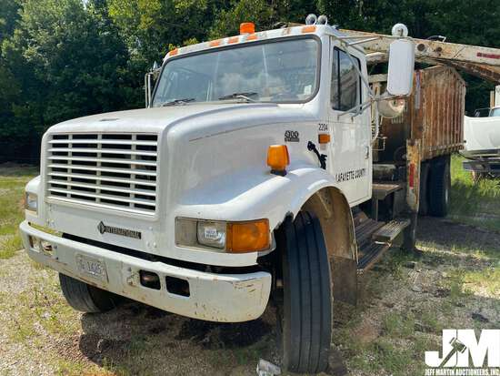 2001 INTERNATIONAL 4700 SINGLE AXLE GRAPPLE TRUCK VIN: 1HTSCAARX1H367237