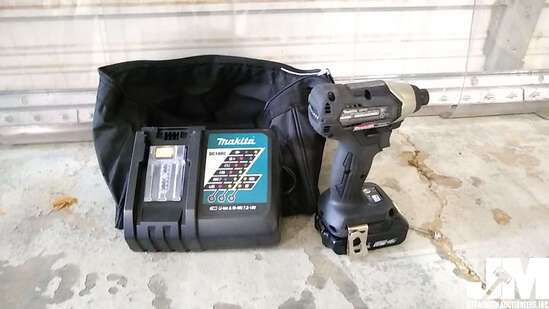 MAKITA BATTERY OPERATED IMPACT W/ CHARGER AND CARRING CASE