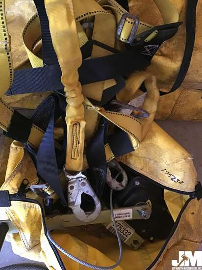 CONFINED SPACE SAFETY HARNESS TRIPOD KIT, WINCH, AND CARRY BAGS,
